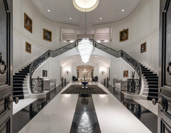 豪宅內部氣派十足,面積比白宮還大。(房地產經紀公司提供)