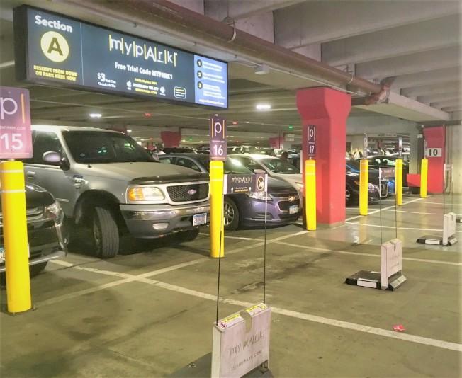 「我的停車位」(MyPark) 進駐美國購物廣場(Mall Of America)的東、西兩側的停車場一樓,有愈來愈多消費者使用。(記者陳曼玲/攝影)