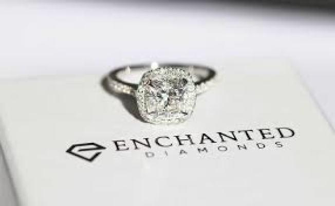 眾多消費者向 Enchanted Diamonds網購鑽戒,付了大筆錢之後卻未收到貨。 ( 取自臉書)