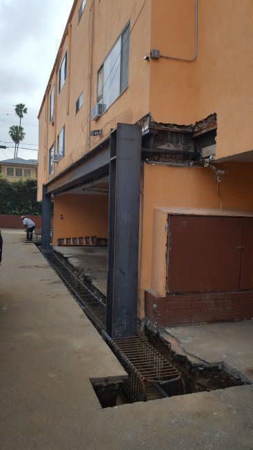 目前洛杉磯地區仍有1萬多戶軟腳屋公寓在政府要求加固之列。(曹東川提供)