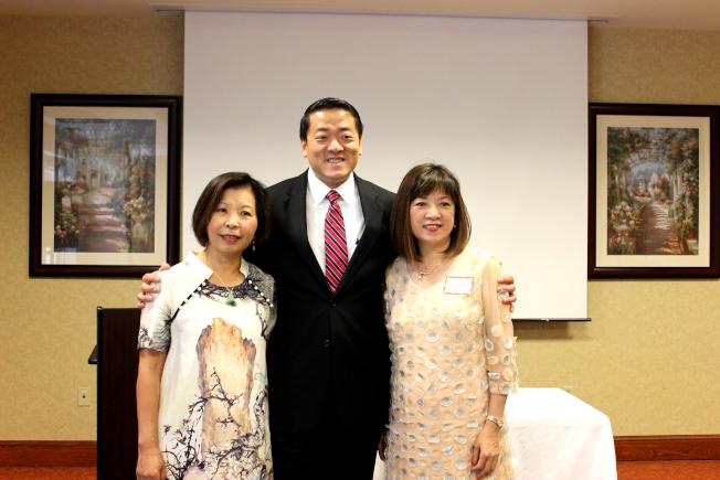 黎淑瑛(右),林婉貞(左)支持州眾議員吳元之。(記者盧淑君/攝影)