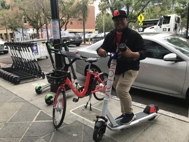 現場展示的ACTON自行車、滑板車。(記者梁雨辰/攝影)
