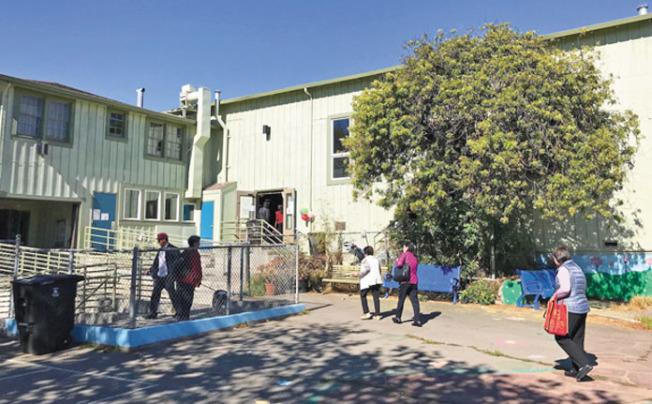 第一階段開辦兩班成人英語班,都在訪谷社區中心內上課。(記者李秀蘭/攝影)