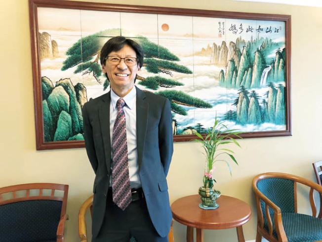 屋崙旅遊局董事陳錫澎說,雖然美中貿易戰硝煙未盡,但市長薛麗比不怕,全球化的背景下,競爭是一時,合作是主流,著眼於未來。(記者劉先進/攝影)
