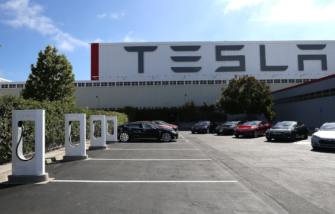 三名Tesla前女性雇員投訴她們懷孕、照顧子女、打電話被公司開除。(Getty Images)