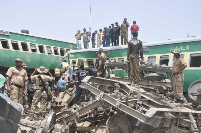 巴基斯坦11日發生客運列車撞貨運列車意外,造成至少9人喪命、66人受傷。 美聯社