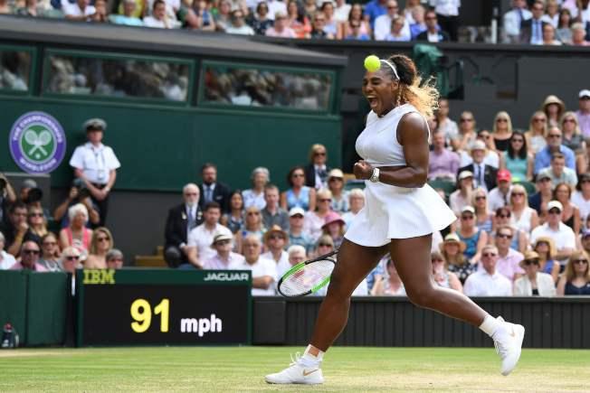 37歲的美國網球名將小威廉絲(Serena Williams,圖)今天再闖草地大滿貫最終戰,她4強賽以6:1、6:2拍下非種子的捷克好手史翠可娃(Barbora Strycova),連兩年拿到決賽門票。Getty Images