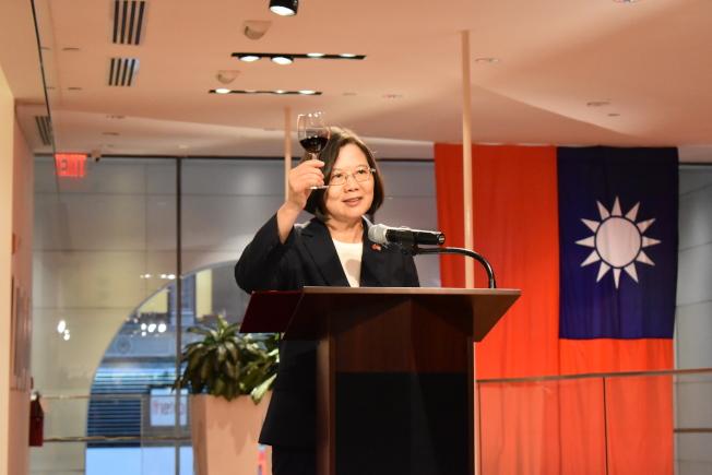 蔡英文11日晚間在駐紐約台北經濟文化辦事處,與17名台灣友邦駐聯合國常任代表會面。(記者顏嘉瑩/攝影)