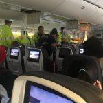 「旅客飛撞天花板」加航班機遇亂流  迫降夏威夷35人傷