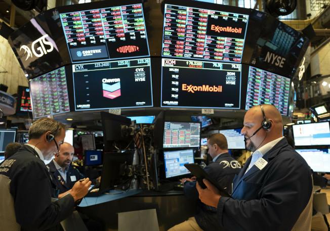 在UnitedHealth股票領漲下,道瓊工業指數站上2萬7000點,收創歷史新高。(美聯社)