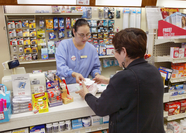 川普政府已放棄把藥價折扣直接提供給聯邦醫療保險受益人,以降低他們的自付額的計畫。(Getty Images)
