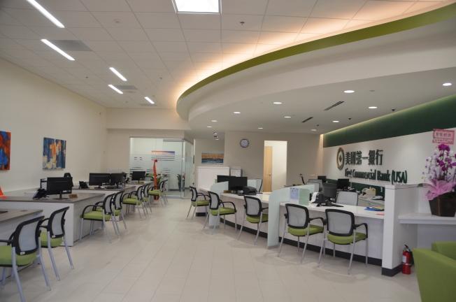 新開幕的美國第一銀行奇諾岡分行將服務社區居民,拓展個人業務。(記者王全秀子/攝影)