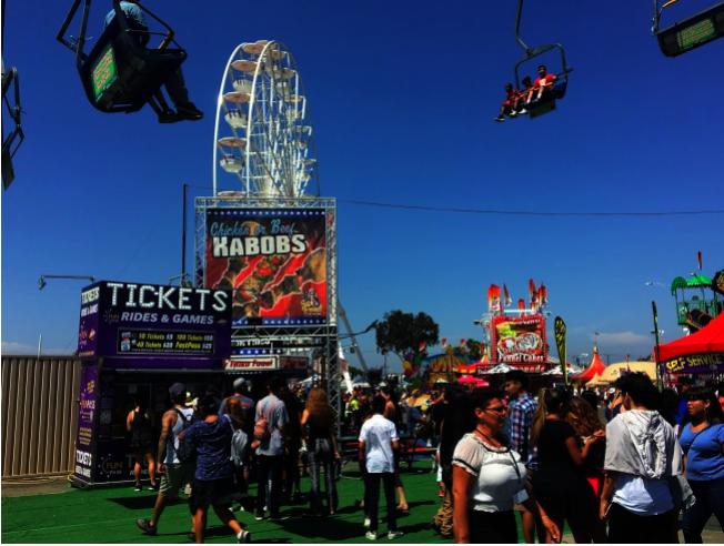 橙縣博覽會的遊樂設施。(本報資料照片)