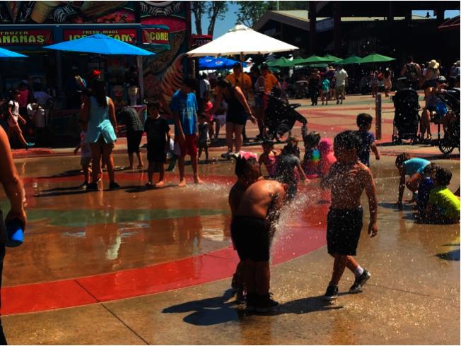 小朋友在橙縣博覽會遊玩。(本報資料照片)