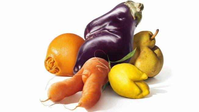 醜蔬果的味道跟超市架上的漂亮農產品一樣,而且透過專賣這類蔬果的公司訂購,價格往往更低廉。 (取材自推特)