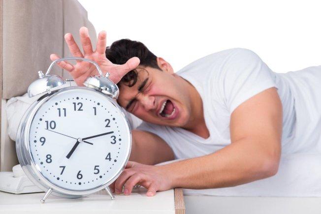 體重降不下,可能與睡眠障礙有關。(ingimage)