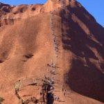 澳洲艾爾斯岩10月禁攀 遊客蜂擁而至 反造成髒亂