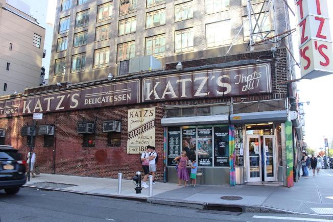 「當哈利遇上莎莉」上映30周年,電影同款「假高潮大賽」Katzs Delicatessen上演。(記者張晨/攝影)