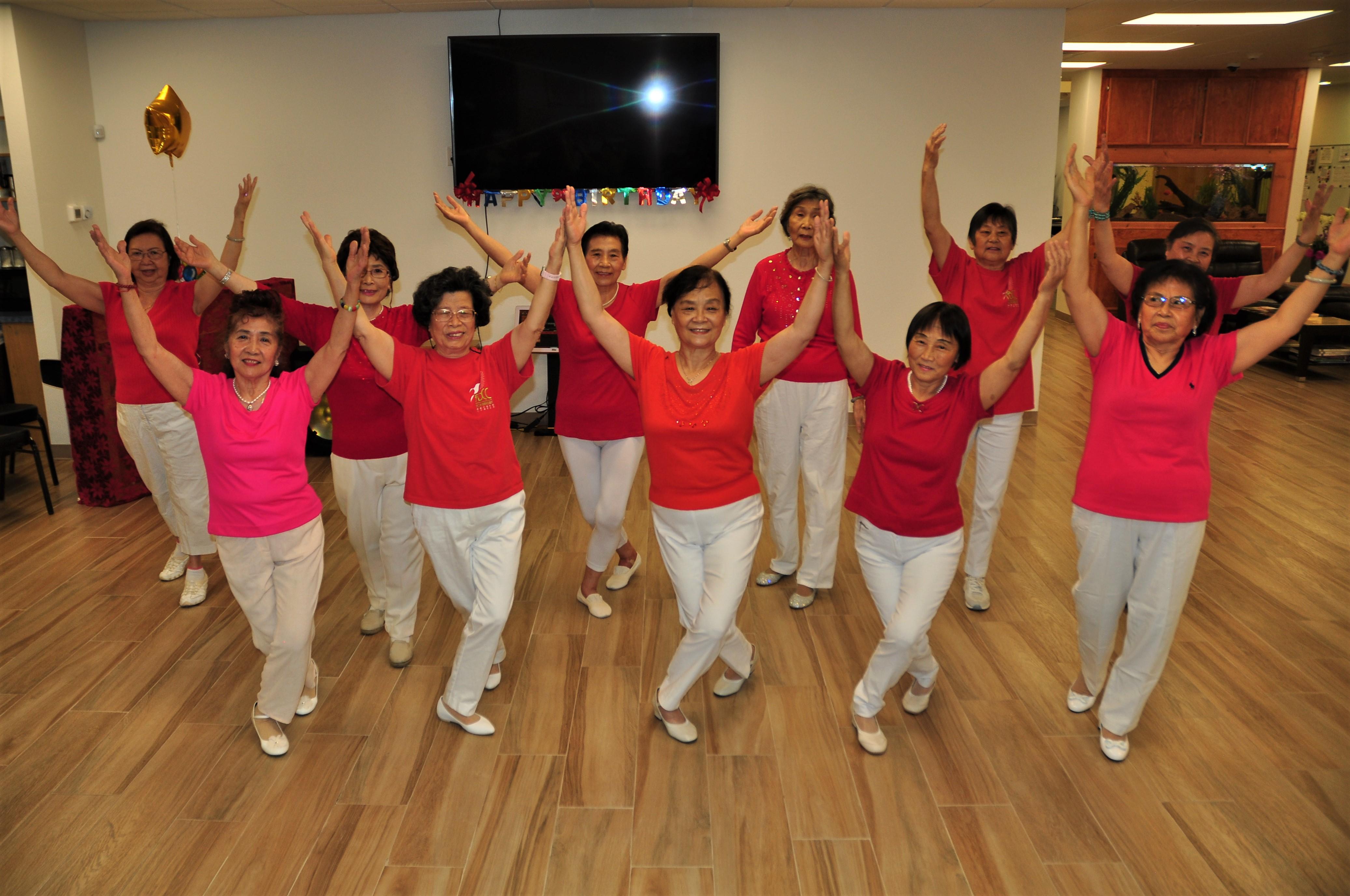 長樂活動中心的舞蹈教室,提供長者活動筋骨的機會。