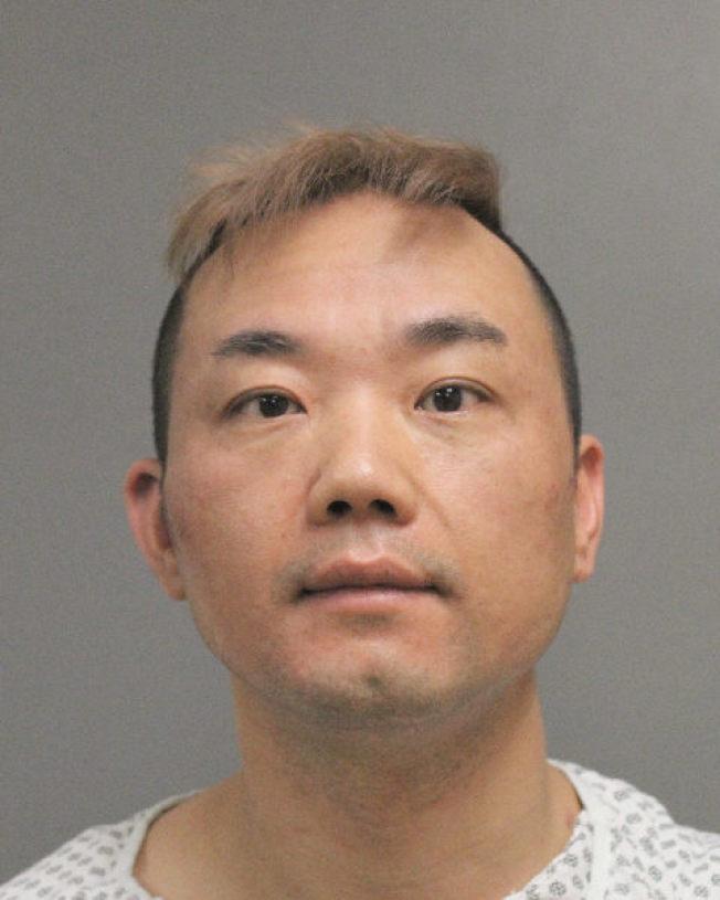 因攔檢且兩次撞向執勤警車的林民巧獲刑六個月。(納蘇郡警方提供)