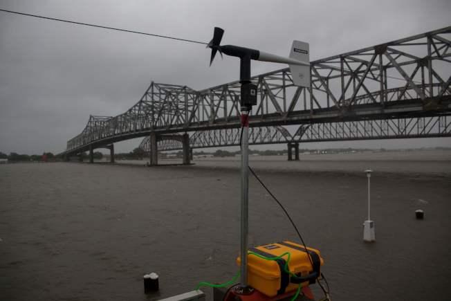 颶風巴瑞帶來豪雨和暴潮,路易斯安納州摩根市的柏威克河水暴漲。(Getty Images)