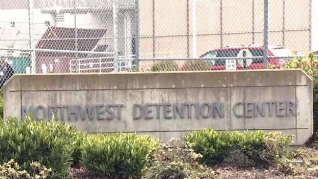一名男子攻擊華盛頓州一座移民拘留中心,遭守衛擊斃。(截自KIRO電視畫面)