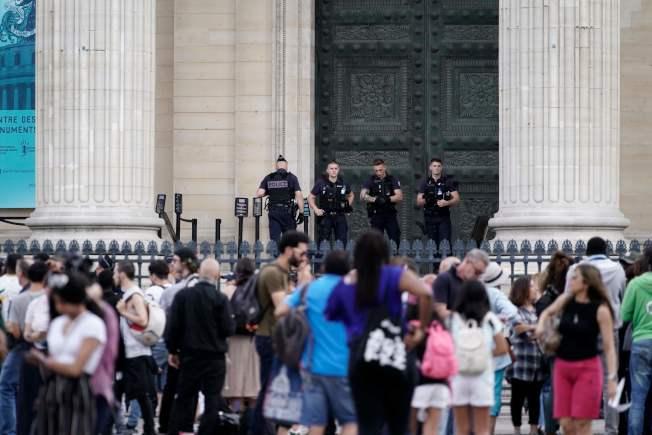 先賢祠遊客被迫疏散。(Getty Images)