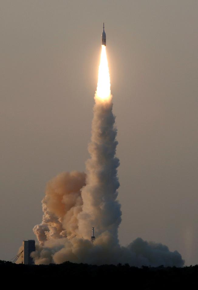獵戶座太空艙緊急火箭2日試射升空。(路透)