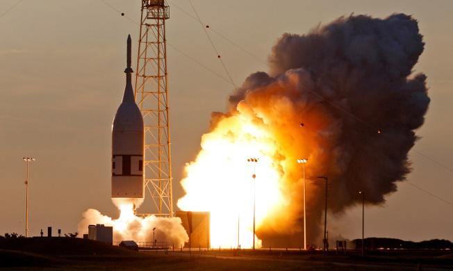 獵戶座太空艙緊急火箭2日成功試射。(路透)