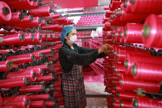 美中貿易戰進入第二年,美國部分企業將生產線移出中國,但沒有拉回美國的跡象。路透