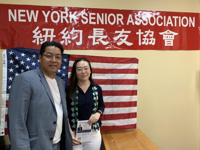 劉偉(右)表示,受暴婦女勇敢求助,才可避免更大悲劇發生,左為紐約長友協會會長趙靖桉。(記者賴蕙榆/攝影)