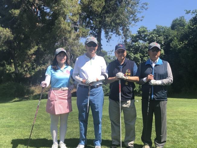 南加州中華民國高爾夫球聯合會會長陳玲華(左起)、中華民國前駐美大使袁健生、台中市副市長令狐榮達。(記者王若然/攝影)
