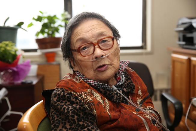 92歲高齡的高耀潔今年流亡來美整十年。(記者洪群超╱攝影)