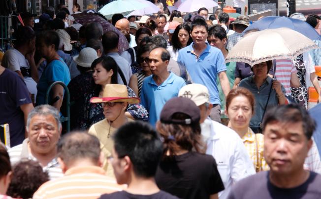 紐約市是華裔移民最集中的美國城市,許多人當初來美打拚,後因種種原因,年華老去,卻不能回返家鄉,落葉難歸根。(記者曹健╱攝影)