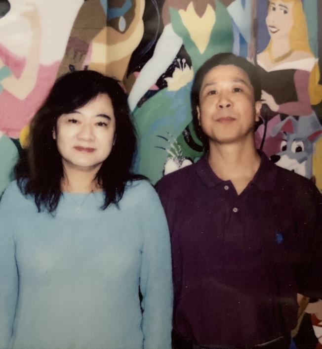 孫運悌(左)探訪服刑中的鄭海光(右)時合影。(記者牟蘭/翻攝)