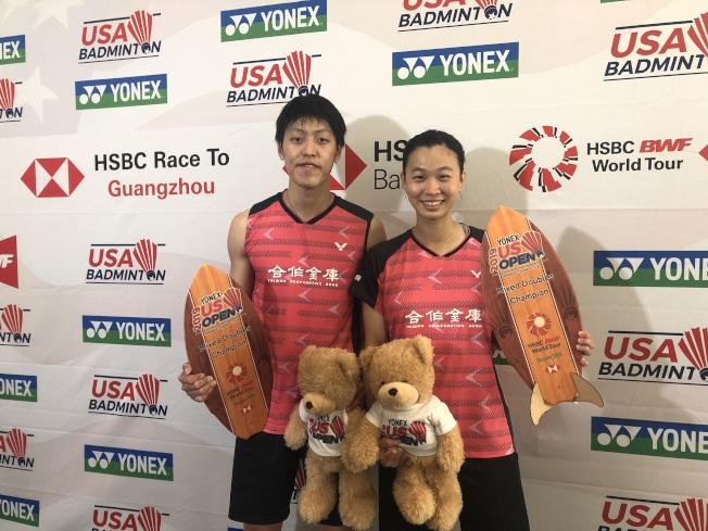 中華隊的李哲輝(右)與許雅晴獲混雙冠軍。(記者王若然/攝影)