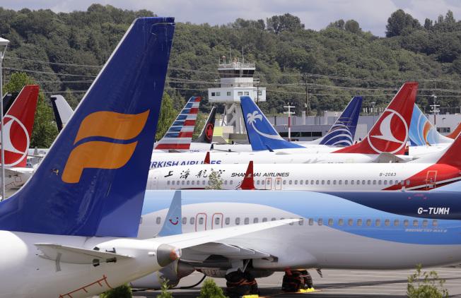 西雅圖波音場/國王郡國際機場旁一處停機坪,停滿多家航空公司遭停飛的波音737 Max飛機。(美聯社)