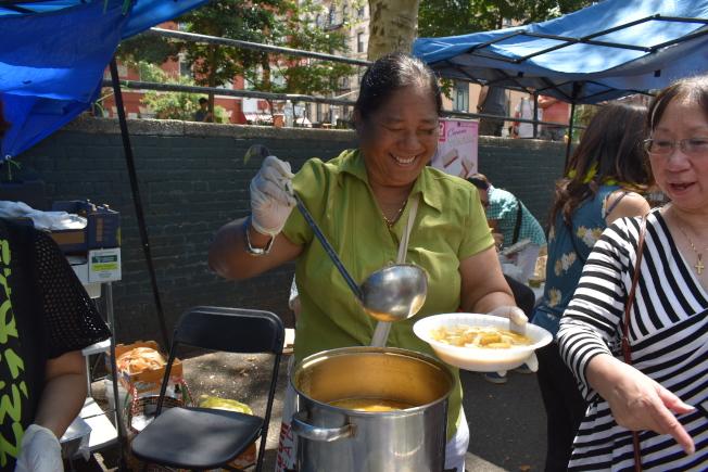 緬甸知名的小吃魚湯麵。(記者顏嘉瑩/攝影)