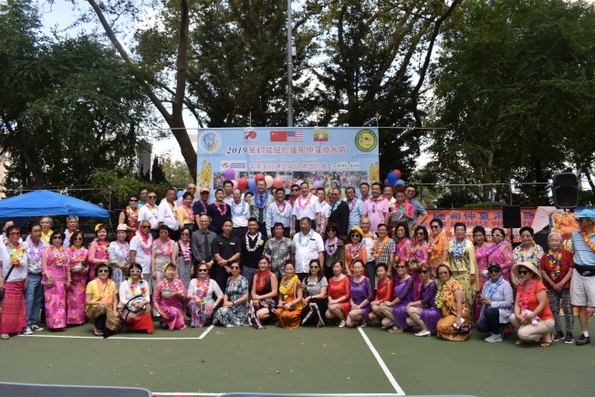 第17屆「緬甸仲夏潑水節」14日在曼哈頓華埠羅斯福公園登場。(記者顏嘉瑩/攝影)