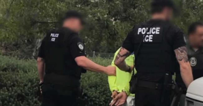 聯邦ICE探員周末在全美十大城市掃蕩已接遞解令的無證移民。(ICE網站)