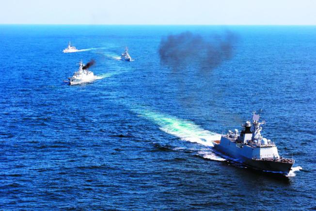 中方14日發布在「東南沿海軍演」訊息。圖為過去解放軍在舟山以東的東海水域舉行軍演。 (中新社)