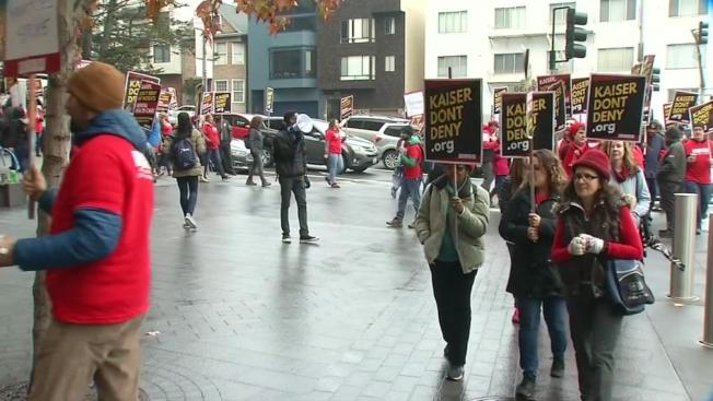 舊金山凱瑟醫院的員工抗議,要求增加人手。(電視新聞截圖)