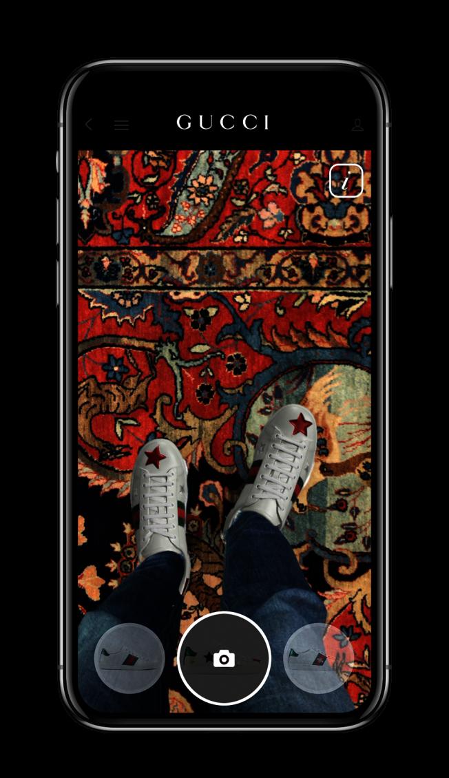 科技新創公司開發的AR試鞋技術,讓消費者不用出門就可以在手機上試穿運動鞋。(取材自Gucci)
