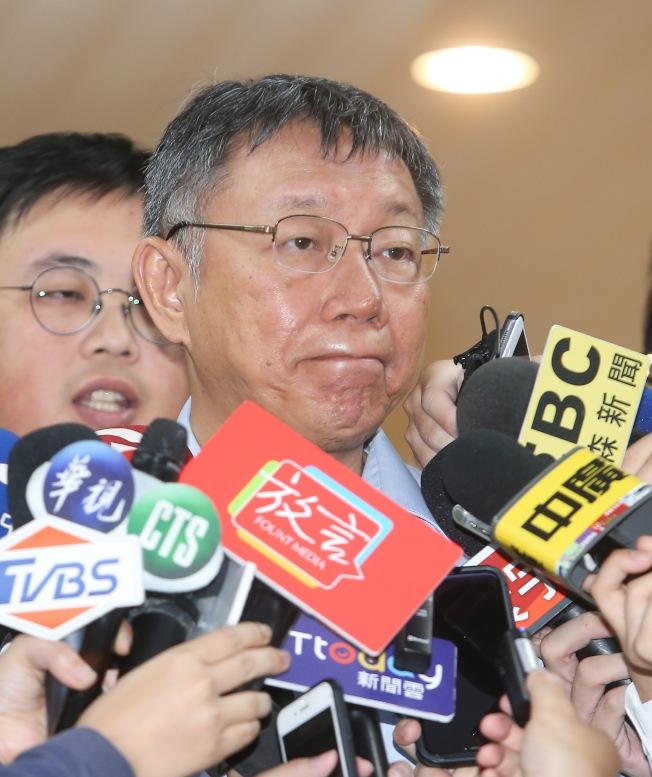 台北市長柯文哲15日在市政府接受媒體訪問,被問到對於國民黨總統初選民調結果有什麼看法,他僅表示等國民黨宣布再講。(記者余承翰/攝影)