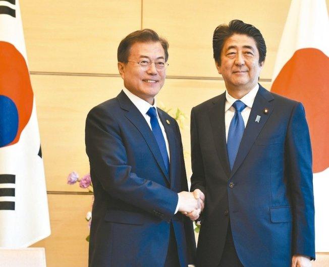 日本提出要將南韓從「安全保障出口白名單」移除,對此南韓總統文在寅警告,日本的做法將給日本經濟帶來更大損失。美聯社