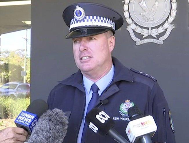 澳洲警官威廉斯15日說明4名孩童沿澳洲東海岸行駛逾1,000公里,最後被警方攔下。(美聯社)