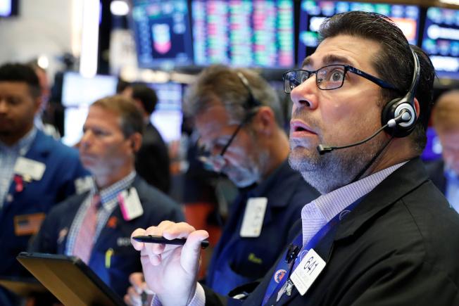 美國股市今日早盤一度再創歷史新高,但在投資人對財報季維持審慎立場下轉跌。  路透