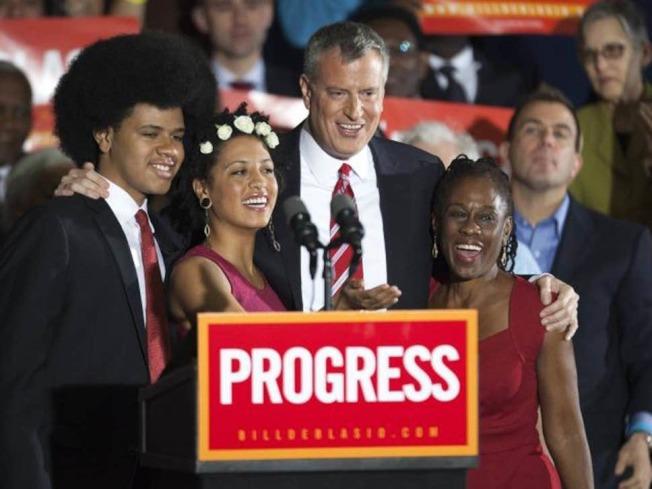 白思豪2013年當選紐約市長,與家人一同合照。路透