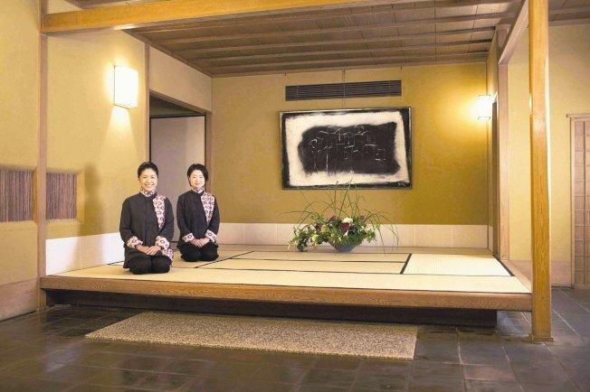 日本傳統日式旅館不再全年無休,結果員工服務品質提升,獲利反而成長。 路透