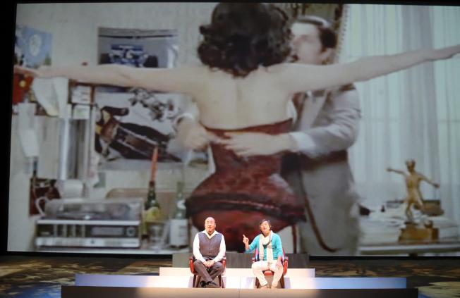 王偉忠(右)與田浩江合作《往事只能回味》。(全民大劇團提供)